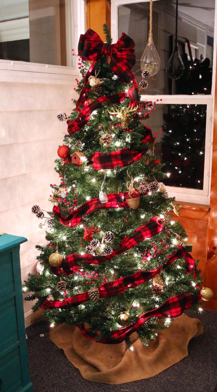 Buffalo Check Christmas Tree Decor.Buffalo Check Plaid Christmas Tree Weekend Craft