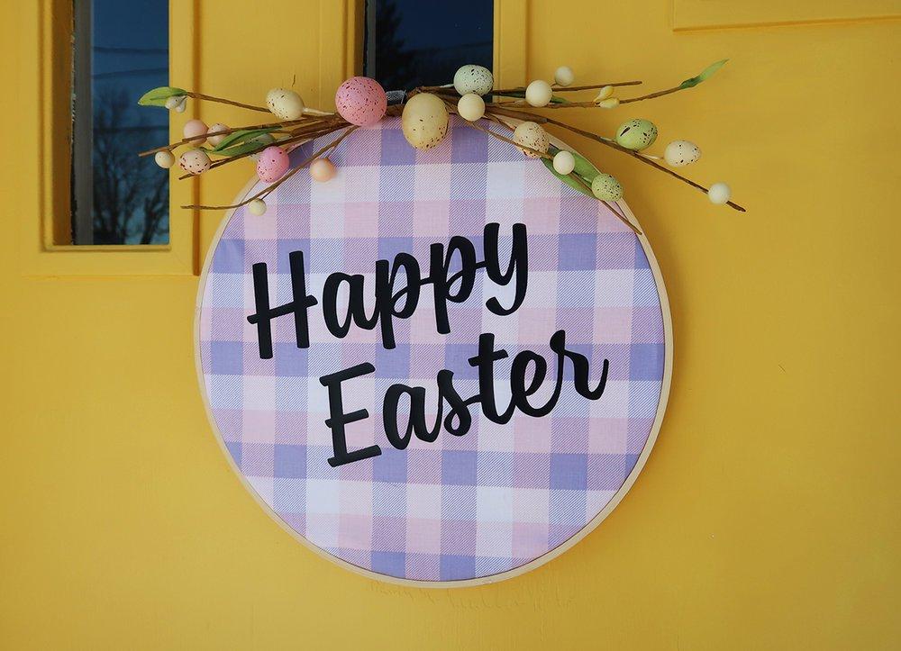 DIY Embroidery Hoop Easter Wreath